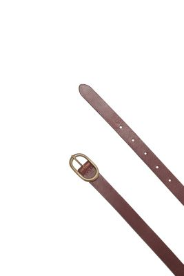Casual leather belt with an oval buckle
